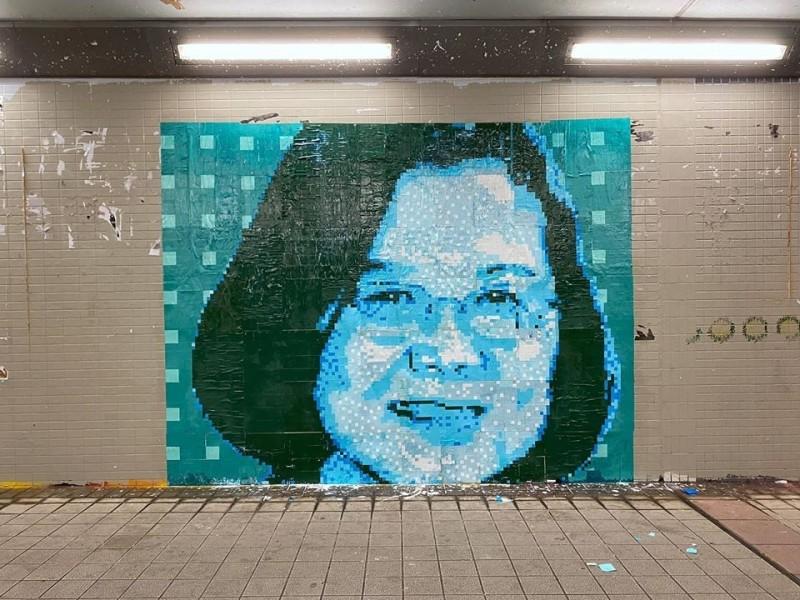香港葵芳連儂牆上的蔡英文的巨型頭像。(圖片來源/Studio Incendo 臉書專頁)