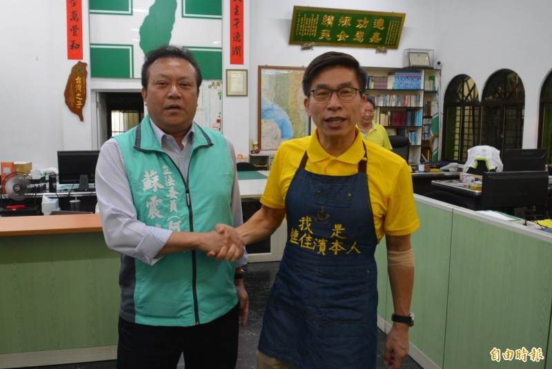 鍾佳濱(右)與蘇震清(左)均順利連任立委,兩人都劍指下屆屏東縣長寶座。(記者李立法攝)