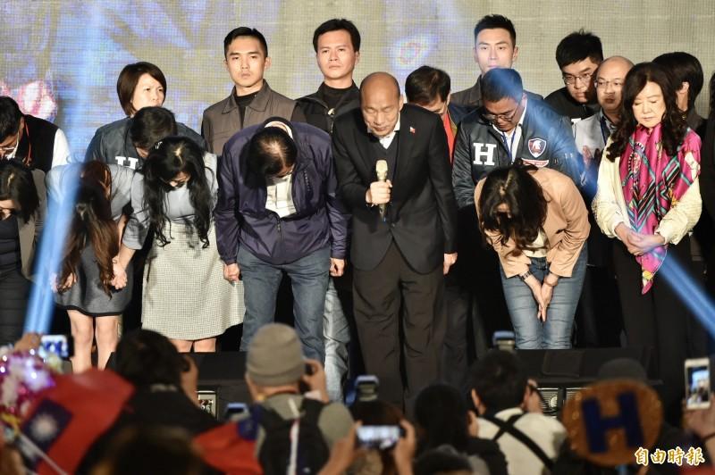 韓國瑜在總統大選中慘敗給蔡英文,許多命理家、預言家的預測都失準。(資料照)