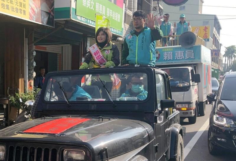 民進黨新科立委當選人賴惠員(左一)今天在北門、將軍與學甲區,繼續謝票。(記者楊金城翻攝)