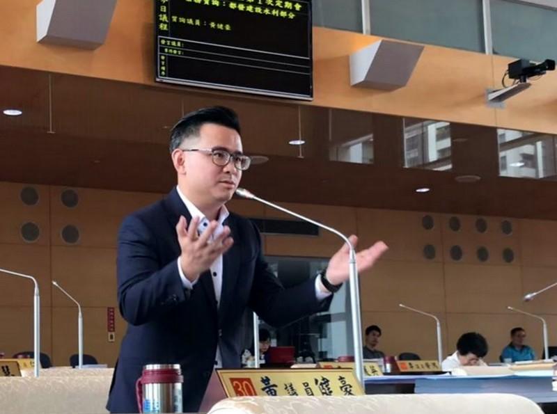 韓國瑜台中競總發言人、台中市議員黃健豪呼籲韓國瑜別選黨主席。(翻攝自黃健豪臉書)