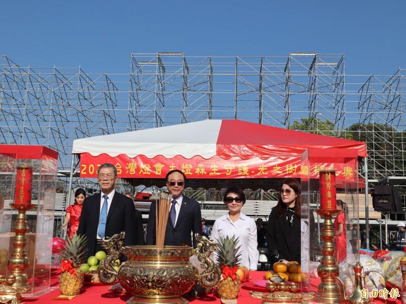台中市長盧秀燕(右2)表示,這次投票結果民眾已表達對國家路線的看法。(記者歐素美攝)