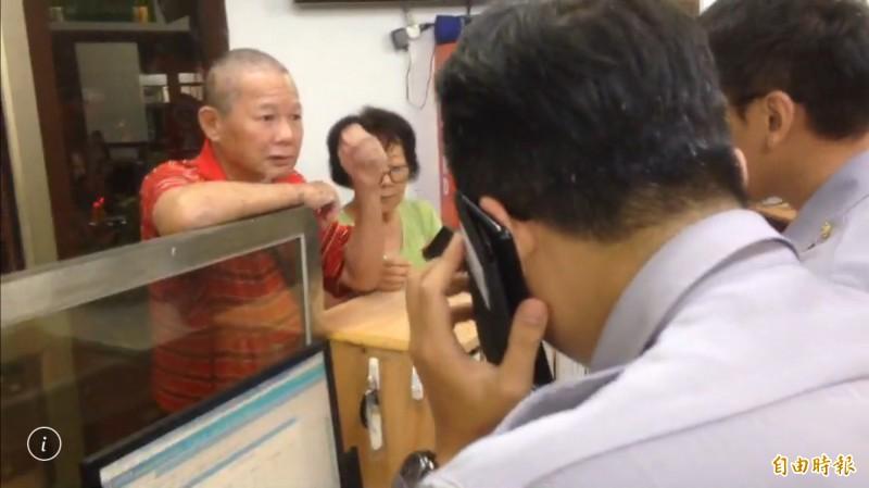 慶富董座陳慶男(左)以協助3任總統拼外交,盼海科館詐貸案能獲判無罪。(資料照,記者黃良傑攝)
