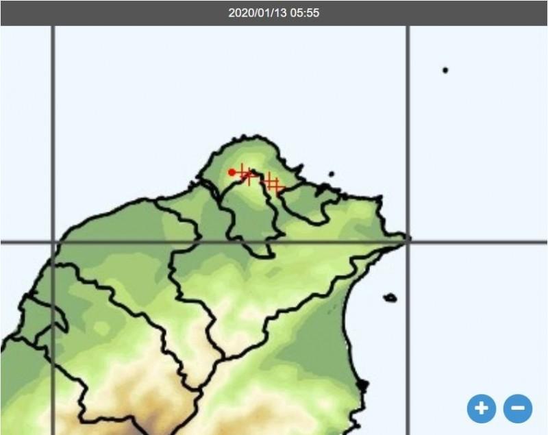 氣象局在6點前後監測到陽明山山區有閃電訊號。(圖擷自中央氣象局)
