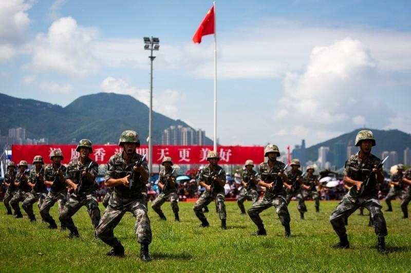 德國媒體認為,中國在台灣大選過後,很可能維持既有方針,繼續對台文攻武嚇、限縮台灣國際空間。圖為中國解放軍駐香港部隊。(彭博檔案照)