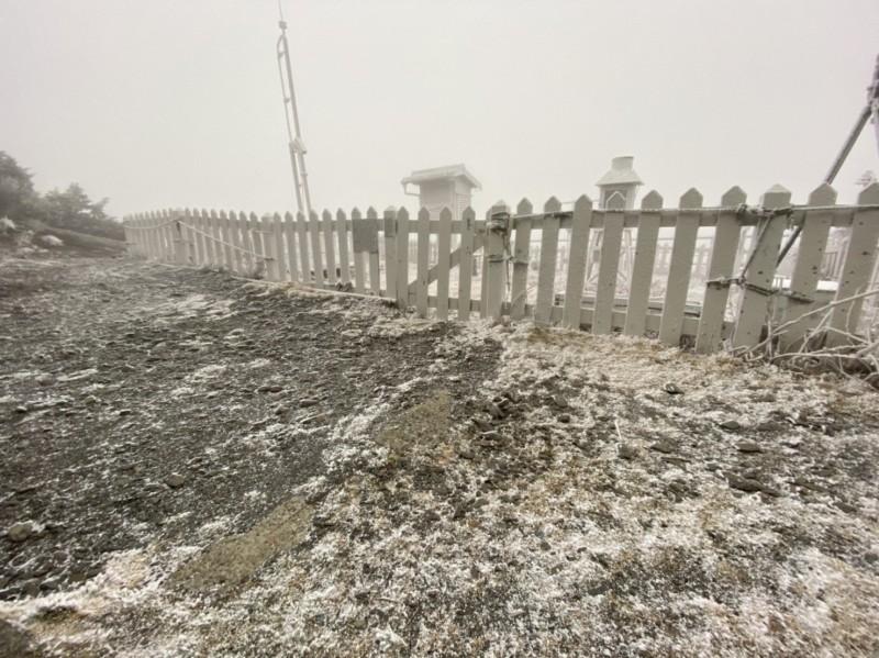 玉山降下2020年初雪。(氣象局提供)