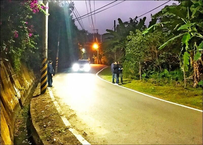 新竹縣竹東鎮柯湖路一段路旁草叢發生棄屍案,讓地方毛毛的,集資在16日晚間9點到11點「送肉粽」。(翻攝資料照)