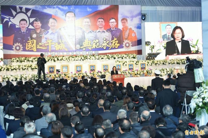 聯合公奠典禮,各界代表追思參謀總長沈一鳴等0102殉職將士。(記者廖振輝攝)