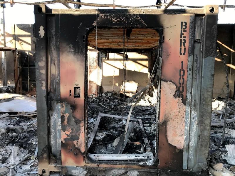 基地貨櫃屋被飛彈炸毀。(路透)