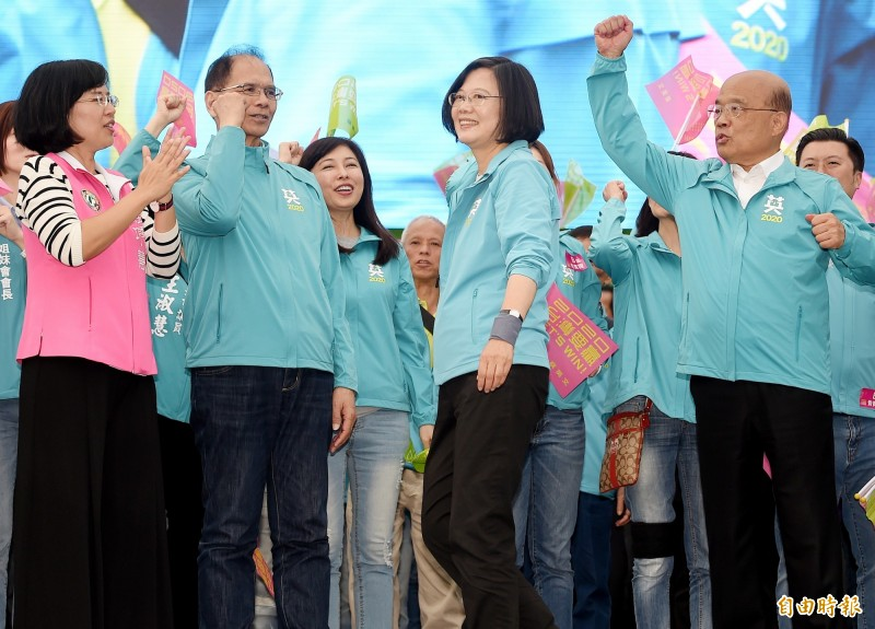 府方表示,蔡總統昨約見蘇院長,相當感謝蘇院長及行政團隊這一年多來的努力,讓人民對政府的施政成果有感,更贏得人民感動。(資料照)