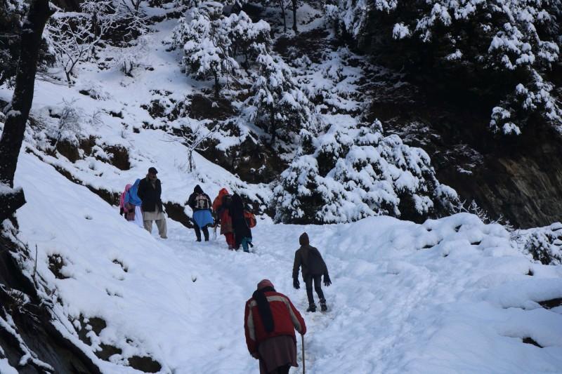喀什米爾地區爆發雪崩,巴基斯坦官員透露,在巴基斯坦控制的地區至少有57人罹難,而印度管轄的地區也有10人罹難,各地都有多人失蹤。(歐新社)
