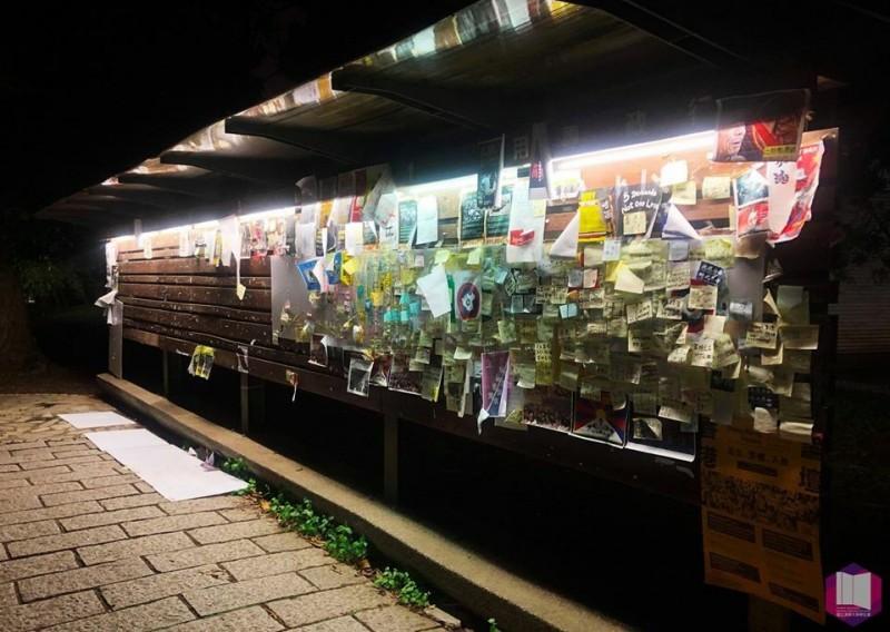 清華大學學生會設置的連儂牆,選舉過後再度遭中國交換學生破壞。(擷取自清大學生會臉書)