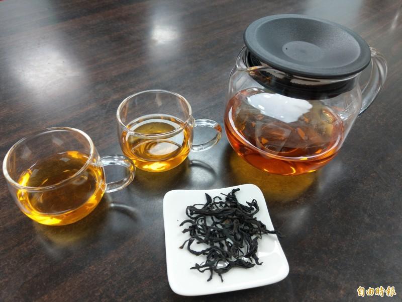 南投魚池鄉日月潭紅茶業者投入iTQi國際評鑑,3年來已累積29顆星。(記者劉濱銓攝)