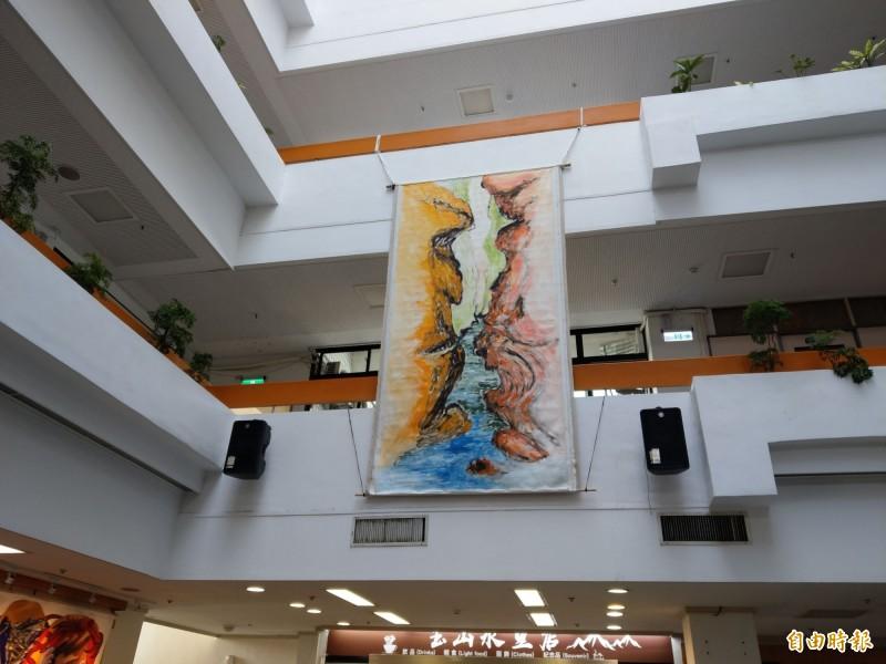 玉山國家公園管理處展出林世雄油畫特展,有高四‧五公尺的粗曠山水「吶喊」巨型作品。(記者劉濱銓攝)