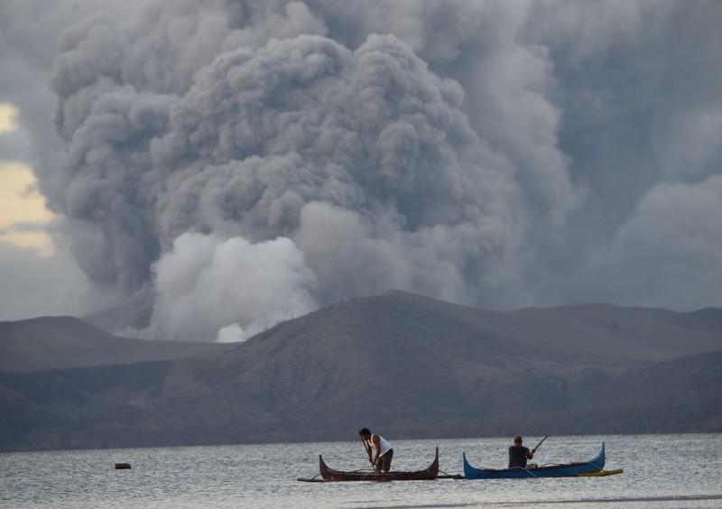 菲律賓塔爾火山噴發,當局警告,隨時可能大爆發。(法新社)