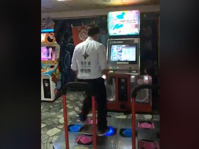 陳柏惟過去曾拿下「跳舞機冠軍」,2年前直播跳舞機的畫面也再度因勝選被網友挖出、瘋傳。(圖擷自陳柏惟臉書)