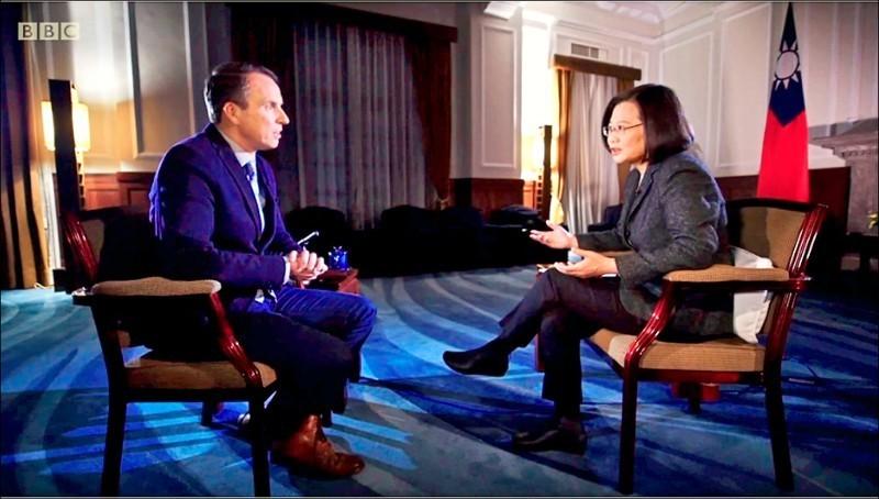 總統蔡英文接受英國廣播公司(BBC)專訪(見圖),意外登上美國「Reddit」論壇熱門話題。(資料照)