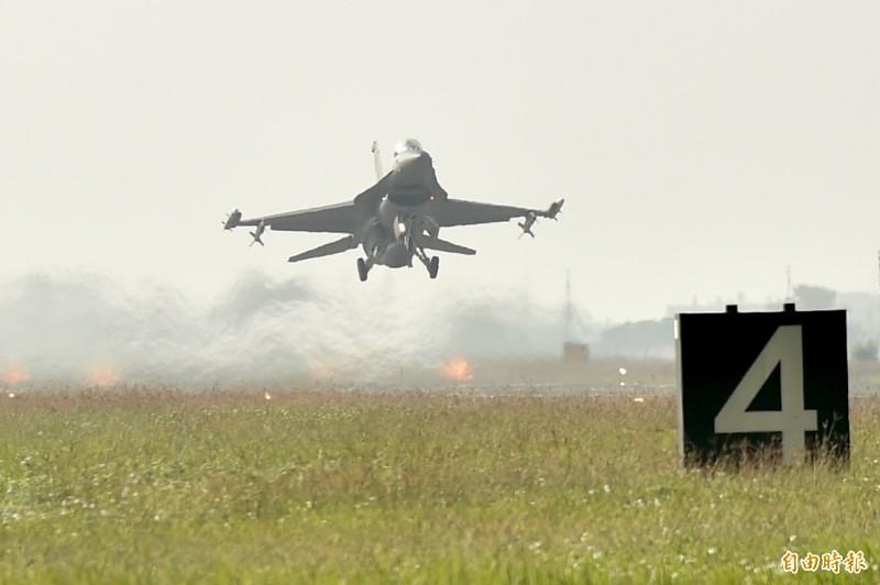 空軍第四戰術戰鬥機聯隊15日進行F-16V戰機緊急起飛等操演。(資料照)