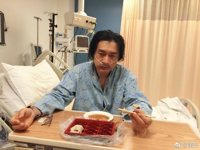 黃安曾因身體不適返台使用健保就診,康復後繼續前往北京定居。(圖取自黃安微博)