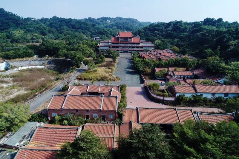 台灣民俗村園區古厝林立,充滿古色古香。(李泳昌提供)
