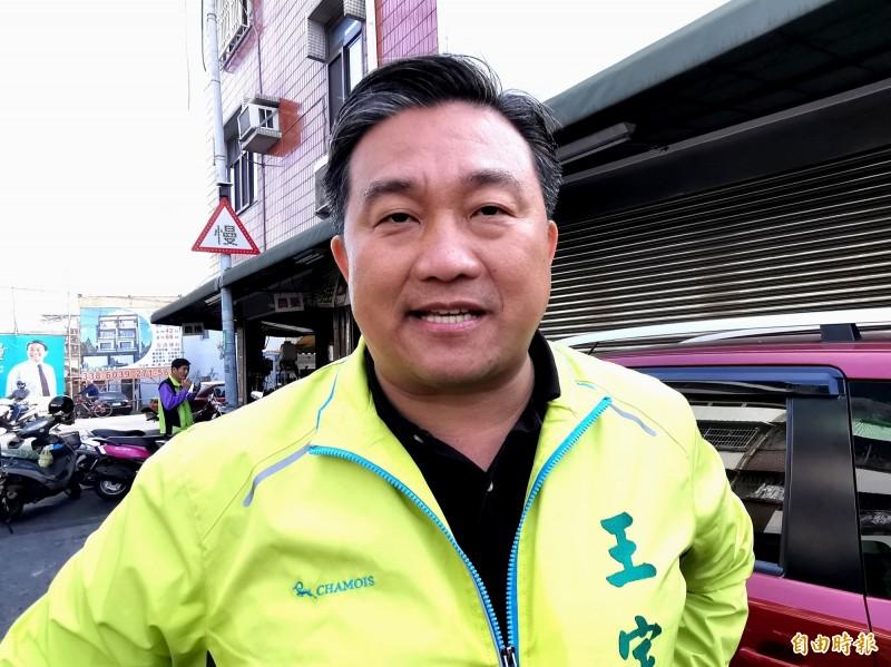 民進黨立委王定宇希望未來與吳斯懷可以有良性的競爭。(記者吳俊鋒攝)