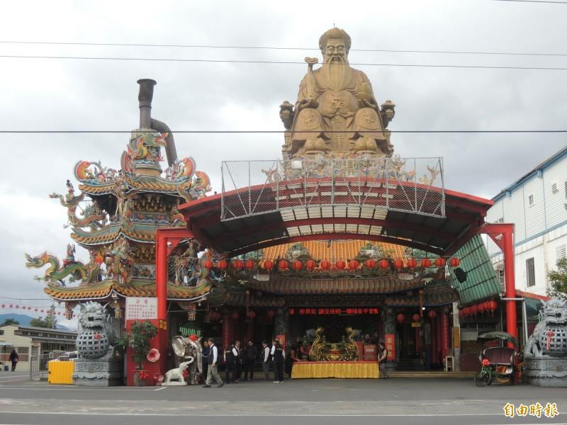 香火鼎盛的四結福德廟。(記者江志雄攝)