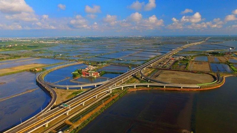 曾文溪景觀大橋新建計劃過關,將完成大台南地區交通動脈「三橫三縱」最後一塊拚圖。(記者洪瑞琴翻攝)