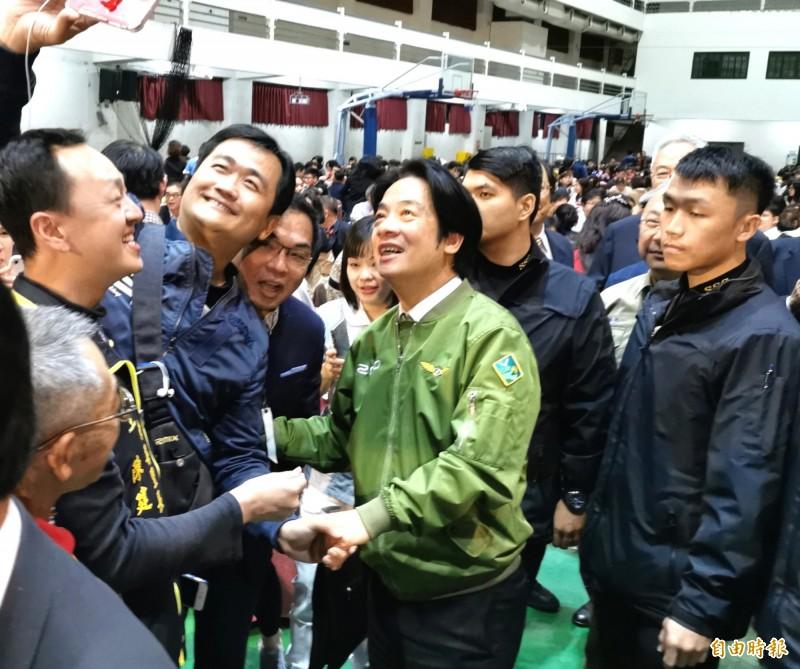 準副總統賴清德回台南參加市醫忘年會,受到熱情歡迎。(記者吳俊鋒攝)