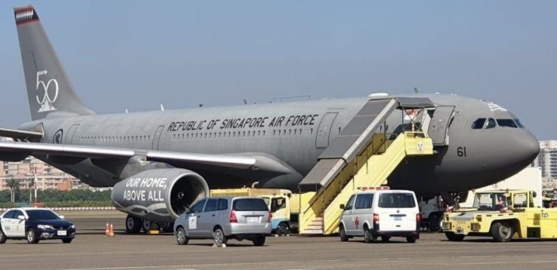 A330星國多功能運輸機罕見現身小港。(讀者黃育靖提供)