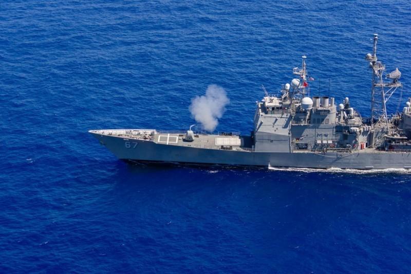 國防部今(17日)證實,一艘美軍作戰艦16日從我國西南海域,由南向北航經台灣海峽北駛;美國軍方也表示,提康德羅加級(Ticonderoga-class)導向飛彈巡洋艦希羅號(USS Shiloh)已完成航經台灣海峽的行動,但並未說明更多細節。(圖取自USS Shiloh臉書)