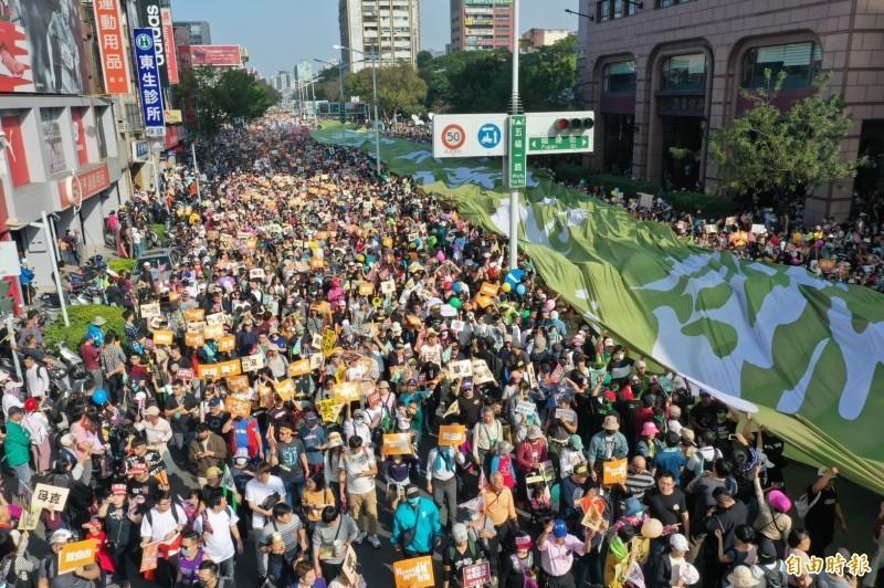 罷韓遊行當天人山人海,民眾上街表達對韓國瑜的憤怒。(資料照)