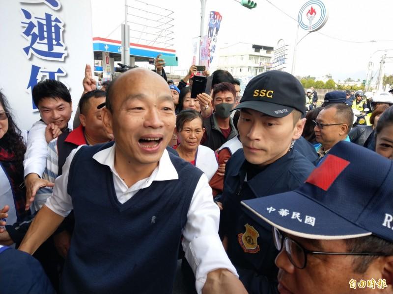 「WeCare高雄」、「公民割草」等團體發起的高雄市長韓國瑜罷免行動,中選會今(17日)公布,第一階段提議人數已達法定門檻。對此,韓國瑜回應,「全力拚市政、尊重民意的決定」。(資料照)