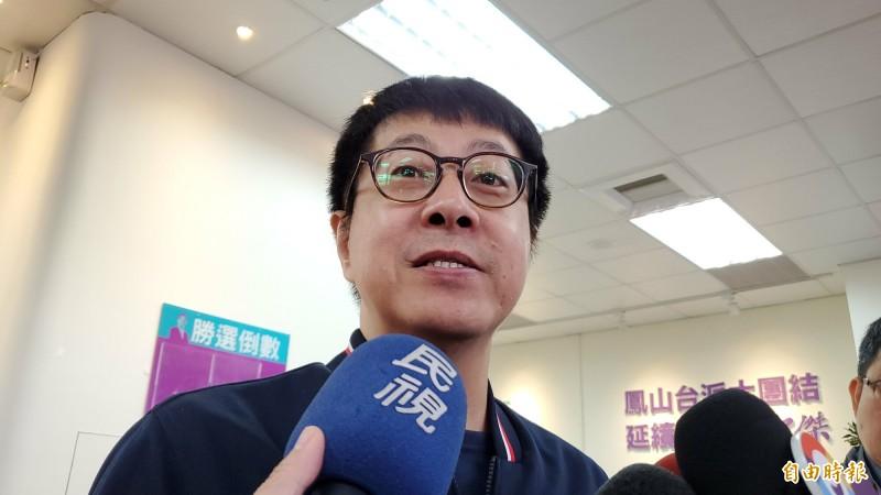 「WeCare高雄」尹立呼籲市府政務官全面退出高市選委會。(記者陳文嬋攝)
