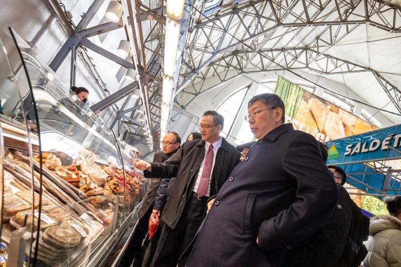 正在愛沙尼亞考察的台北市長、民眾黨主席柯文哲受訪說,國民黨最大挑戰還是國民黨自己。(台北市政府提供)