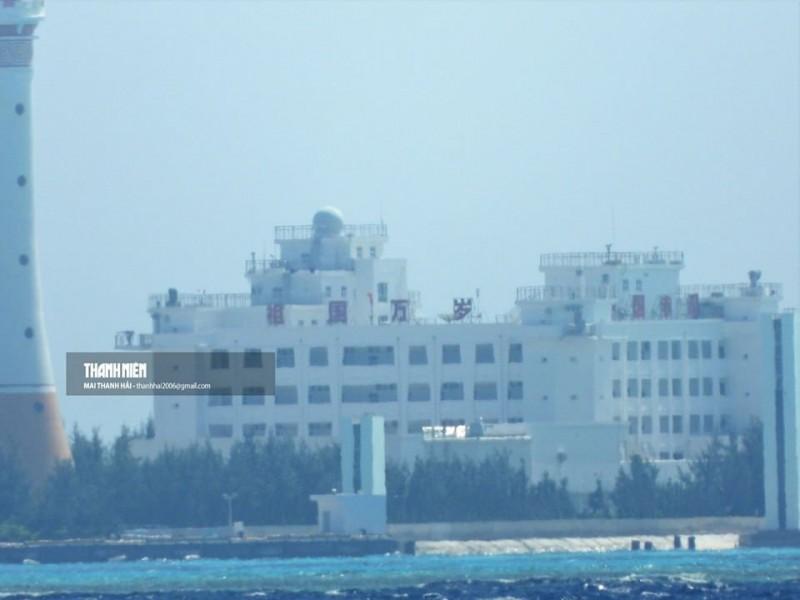 中國在赤瓜礁豎立「祖國萬歲」標語,引發越南民眾不滿。(Thanh Nien Newspaper,Mai Thanh Hải提供)