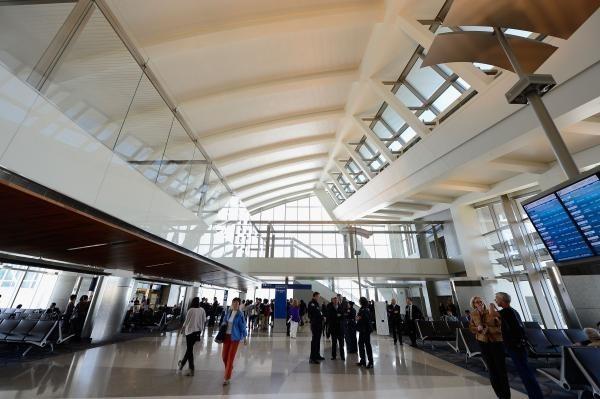 圖為洛杉磯國際機場。(法新社)