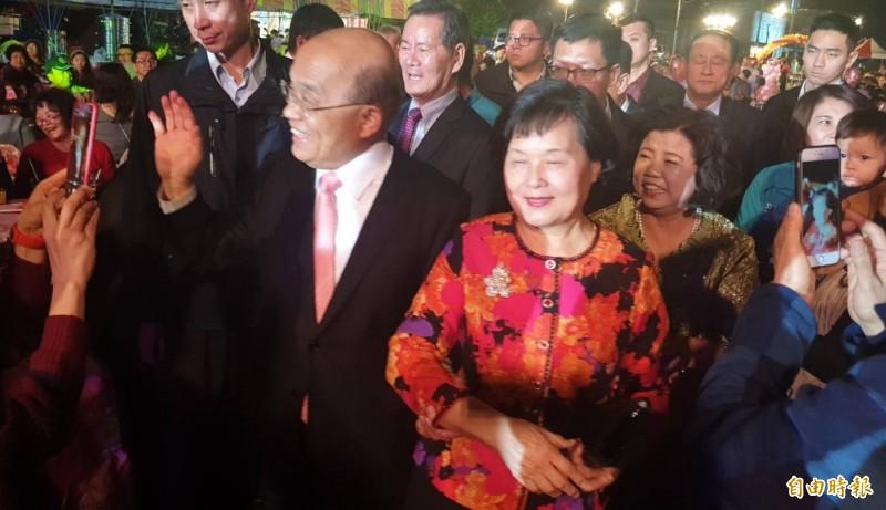 蘇貞昌夫婦參加的小小女助選員的婚宴,受到屏東鄉親的熱烈歡迎。(記者葉永騫攝)
