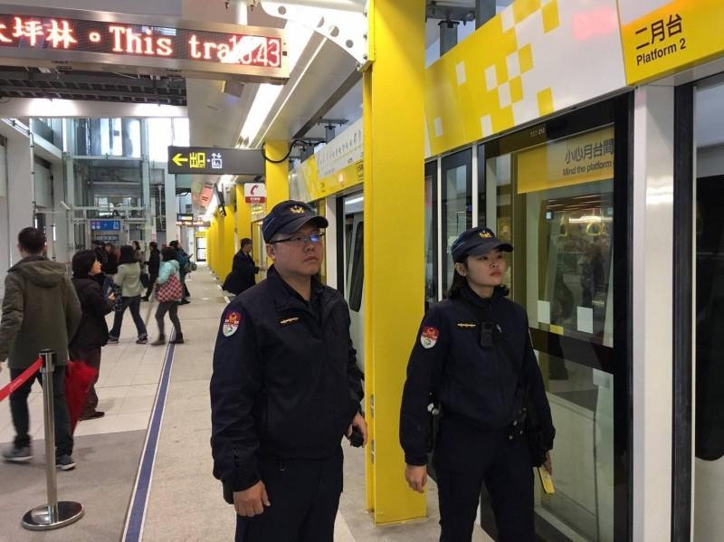 捷運警察隊警力投入環狀線維安。(記者王冠仁翻攝)