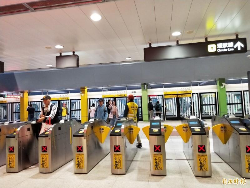 捷運新北環狀線開放試乘首日至下午四點結束。(記者賴筱桐攝)