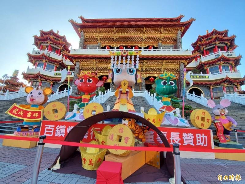五甲龍成宮今年推出大型媽祖花燈。(記者陳文嬋攝)