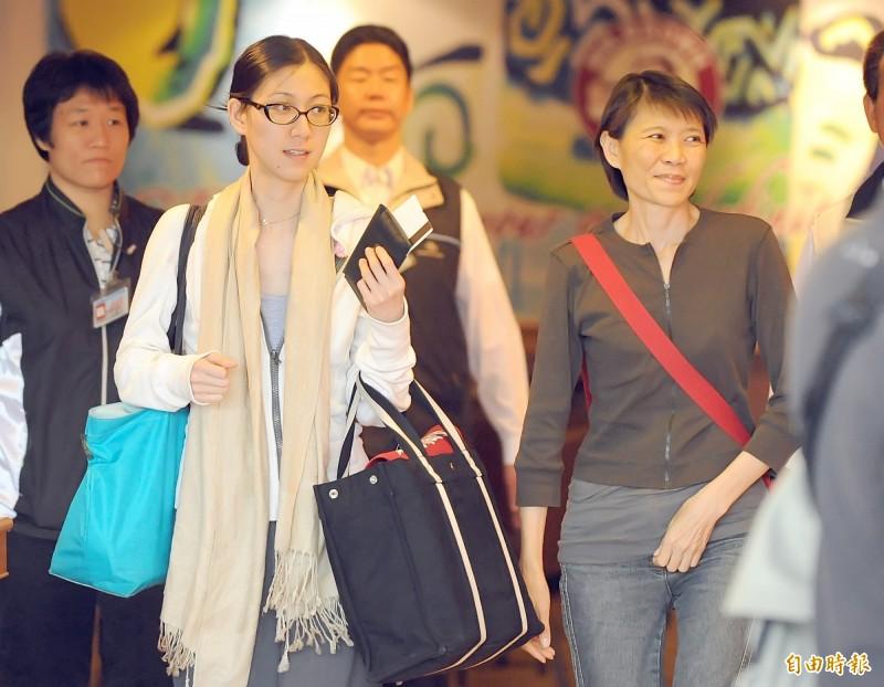 前總統馬英九夫人周美青曾背都蘭國小書包出門。(資料照)