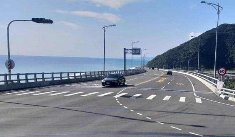 農曆春節期間,金崙大橋將編派交通崗,確保行車順暢與安全。(記者陳賢義翻攝)