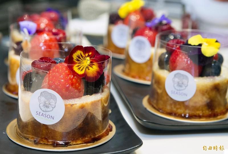 星宇董事長張國煒特別指定星宇航空Galactic Lounge貴賓室提供SEASON Cuisine Pâtissiartism甜點。(記者朱沛雄攝)