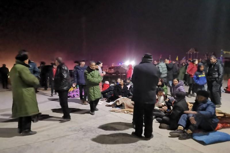 官方緊急疏散4827名危險區域民眾至安置地點。(美聯社)