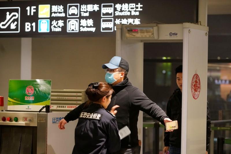 中國上海20日確診首個新型冠狀病毒肺炎。圖為上海虹橋國際機場。(路透)