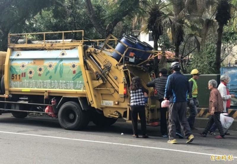 台中市春節連假垃圾收運不打烊。(資料照)