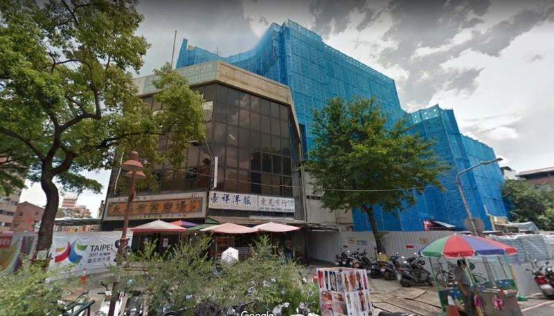 永樂市場附近一處冷凍倉庫今天發生電梯意外事件。(取自googlg街景)