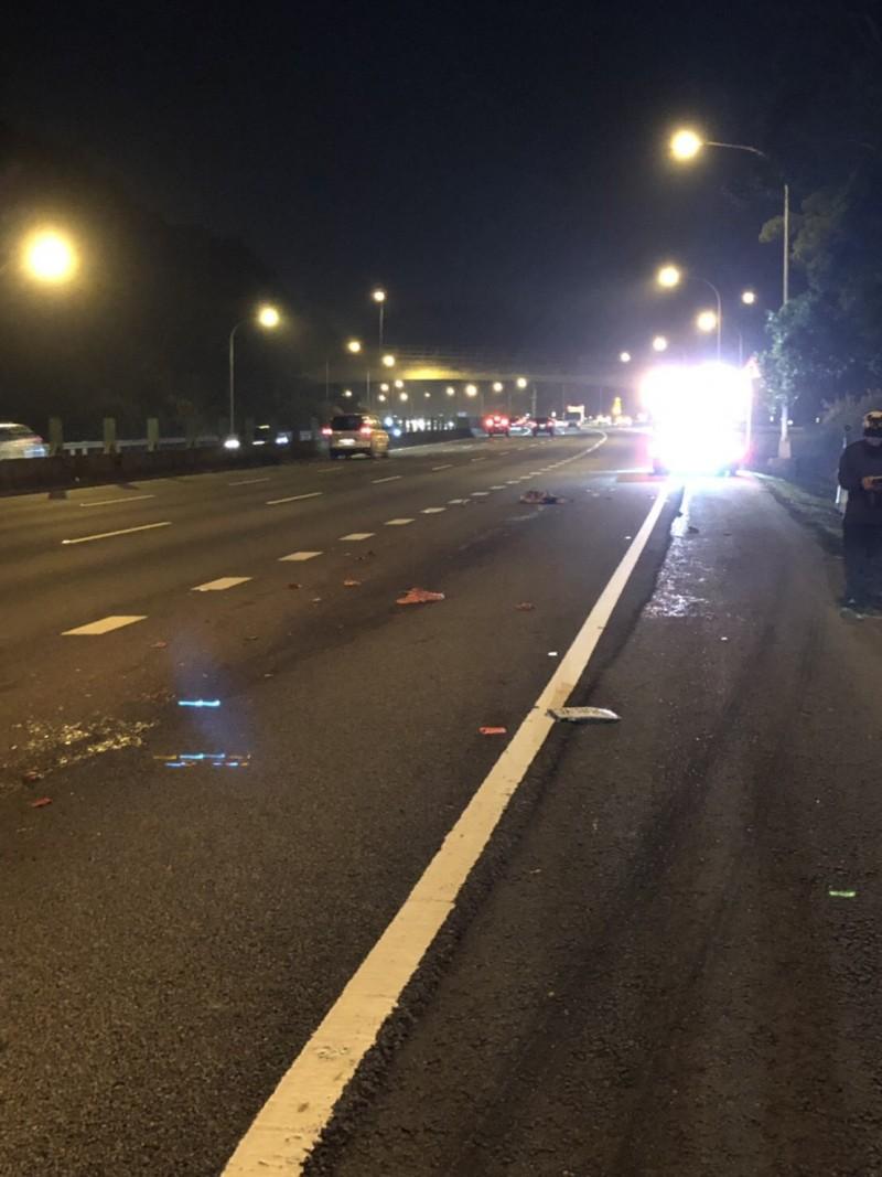 今晚7點多,國道3號關西路段驚傳死亡車禍。(新竹縣府消防局提供)