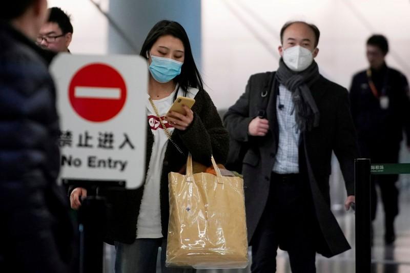 武漢肺炎疫情,不只中國境內持續蔓延,鄰國也陸續傳出案例,現菲律賓也出現1名5歲中國武漢男童,出現發燒、喉嚨發炎、咳嗽等症狀,疑似罹患武漢肺炎。(路透)