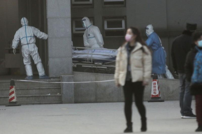 中國武漢爆發的新型冠狀病毒(2019-nCoV)肺炎疫情持續升溫,武漢官方今(21)日傍晚通報,新增2例死亡病例。(路透)